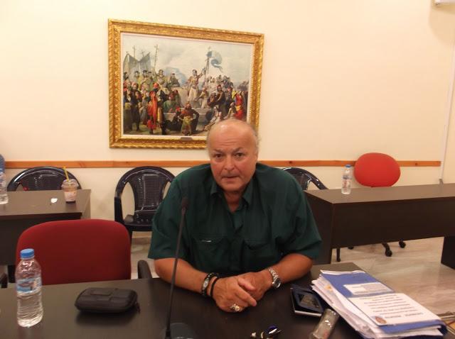 Ο Δημοσιογράφος Μιχάλης Λανδράκης σ΄ένα ρεπορτάζ που αναστατώνει για την Υγεία και την Καθαριότητα στο Δήμο Σαλαμίνας.
